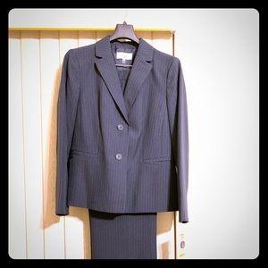 Women's Suit Size 14